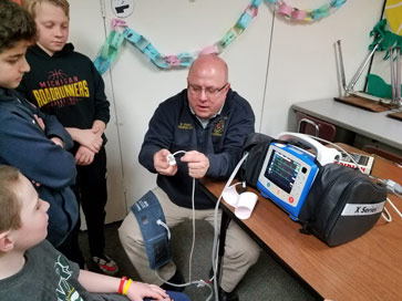 Paramedic shows electronic equipment to students